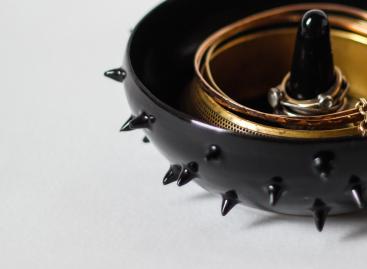 spiky black ceramic ring holder